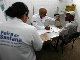 Médico retornou às suas atividades no PSF do bairro Viveiros - Foto: Luiz Tito/Ag. A Tarde