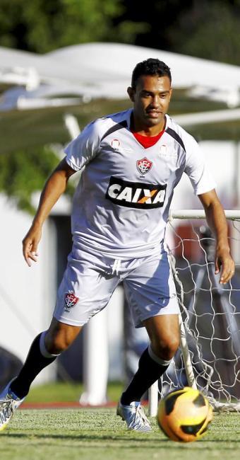 Renato deve entrar em uma das vagas e formar dupla com Luiz Gustavo - Foto: Eduardo Martins | Ag. A TARDE