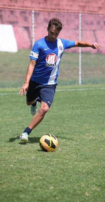 Fabrício Lusa vai ser novamente improvisado na lateral direita no jogo deste domingo em Porto Alegre - Foto: Edilson Lima | Ag. A TARDE