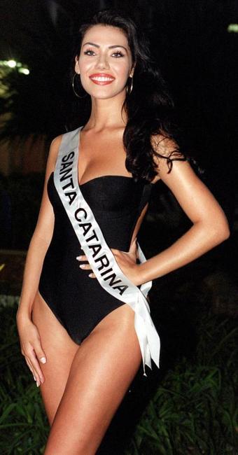 Taíza Thomsen venceu o Miss Brasil em 2002, após a desclassificação da gaúcha e ex-BBB Joseane Olive - Foto: Arquivo   AP Photo