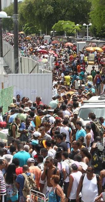 Longa fila tumultuou terminal náutico pela manhã - Foto: Lúcio Távora | Ag. A TARDE