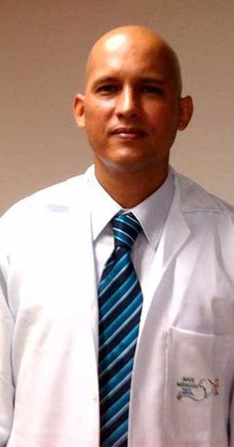 Isoel Gómez Molina foi afastado de suas funções acusado de receitar uma alta dosagem - Foto: Reprodução   Facebook