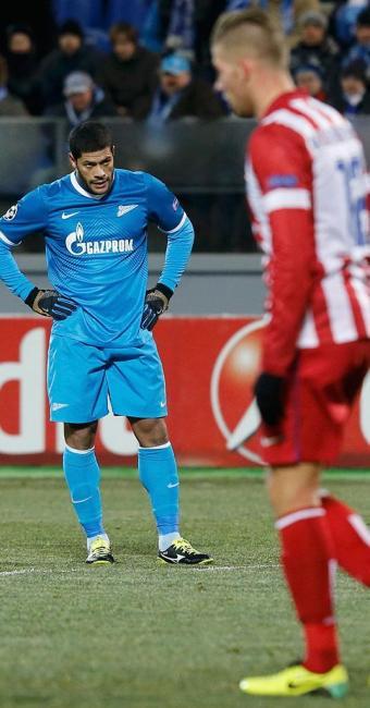 Zenit do atacante Hulk (ao fundo) não conseguiu vencer o time misto do Atlético de Madrid - Foto: Alexander Demianchuk | REUTERS