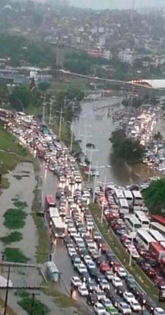 Chuva causa congestionamento em diversas ruas de Salvador - Foto: Twitter | Reprodução