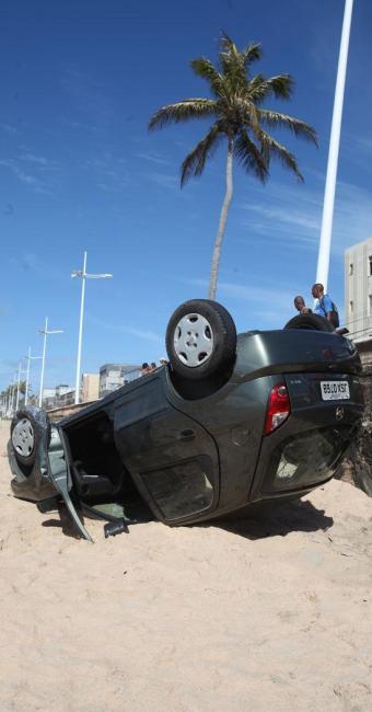 Capotamento em Amaralina, Salvador, mas vítimas no trânsito - Foto: Edilson Lima | Ag. A TARDE