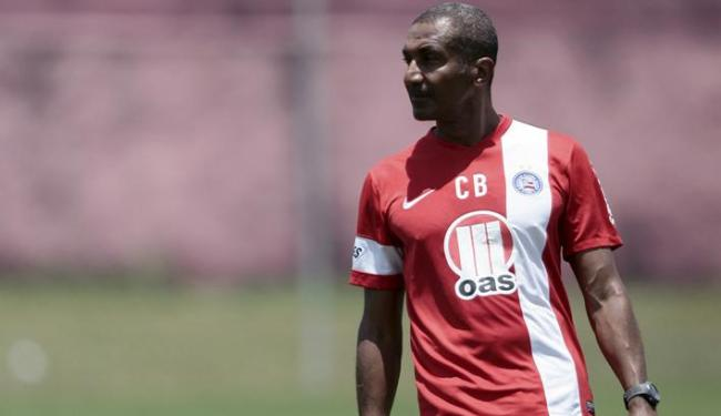 Técnico aposta que Souza possa melhorar o passe no meio de campo do Bahia - Foto: Raul Spinassé / Ag. A TARDE