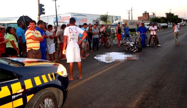 Acidente aconteceu na Avenida Eduardo Fróes da Mota - Foto: Ney Silva | Acorda Cidade