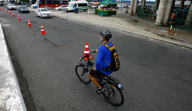 Nova ciclofaixa foi inaugurada neste sábado no bairro do Comércio - Foto: Fernando Vivas / Ag. A Tarde