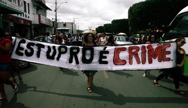 Marcha Mundial das Mulheres, em Ruy Barbosa (BA), pede punição para os casos de estupro - Foto: Luiz Tito | Ag. A TARDE | 04.09.2013