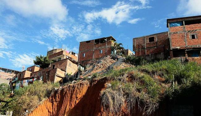 Mais de 882 mil soteropolitanos vivem em invasões, principalmente em encostas - Foto: Mila Cordeiro   Ag. A TARDE