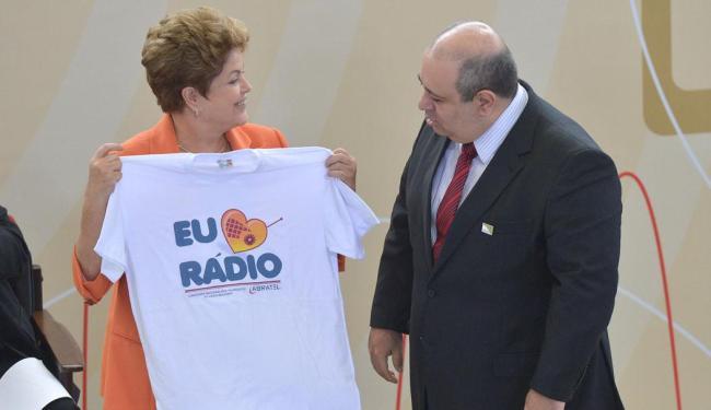 Dilma e o presidente da Associação Brasileira de Rádio e Televisão (Abratel), Luiz Cláudio da Silva - Foto: Wilson Dias | Ag. A TARDE