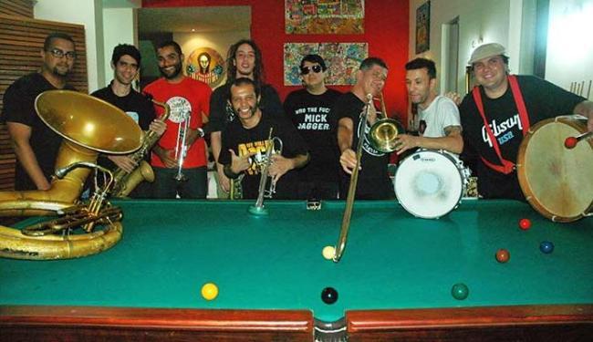 Integrantes da La Rorrquestra, que usa instrumentos de sopro e percussão - Foto: Carla Galrão | Divulgação