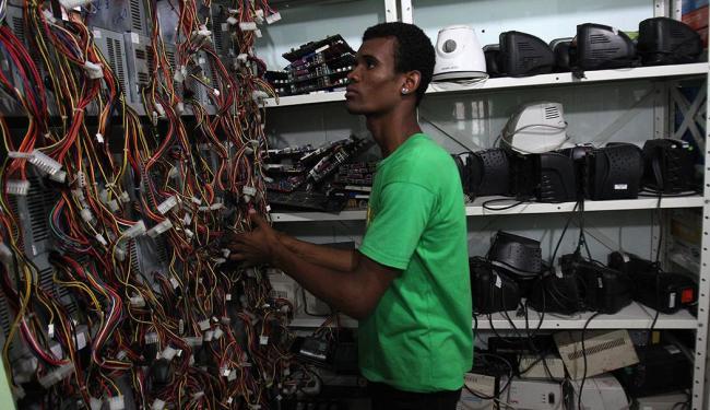 Campanha recebe celulares, pilhas, baterias, computadores, monitores e similares - Foto: Lúcio Távora   Ag. A TARDE