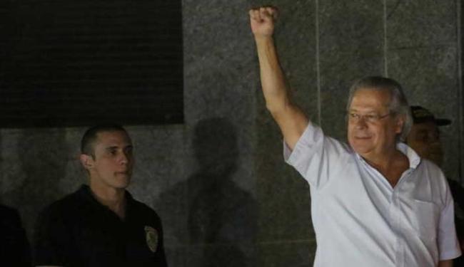 José Dirceu se entrega à Polícia Federal em São Paulo - Foto: Nacho Doce | Ag. Reuters
