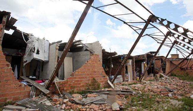 Moradores conseguiram sair das casas em tempo - Foto: Lúcio Távora   Ag. A TARDE