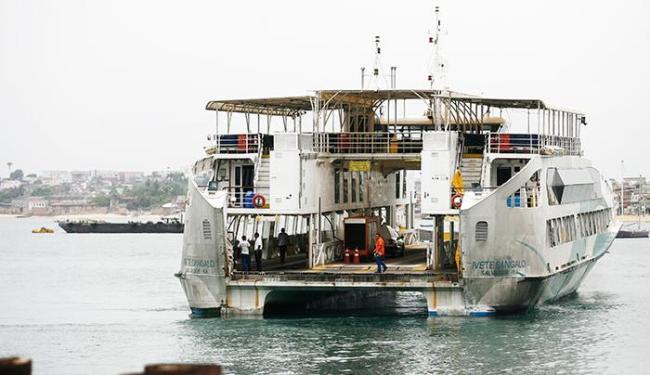 Ferries atendem aos horários estabelecidos, com sistema bate-volta - Foto: Raul Spinassé/ Ag. A TARDE