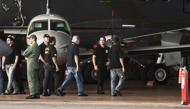 Aeronave pousou com os réus no Aeroporto de Brasília às 17h45 - Foto: Marcello Casal Jr | Agência Brasil