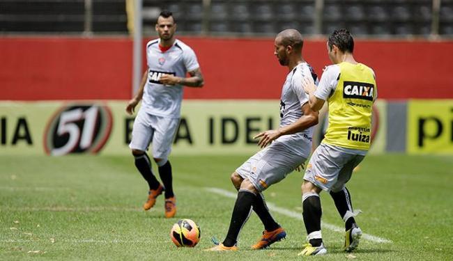 Jogadores treinam duro para tentar ganhar 12 pontos nos próximos quatro jogos - Foto: Marco Aurélio Martins | Ag. A TARDE