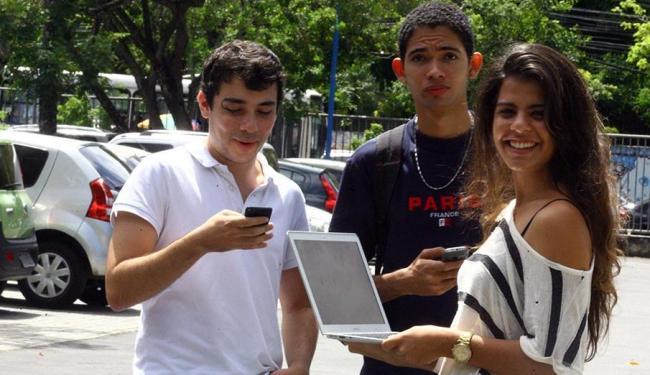 Carolina, Carlos e André criaram o serviço multiplataforma, acessado pela internet - Foto: Lúcio Távora   Ag. A TARDE