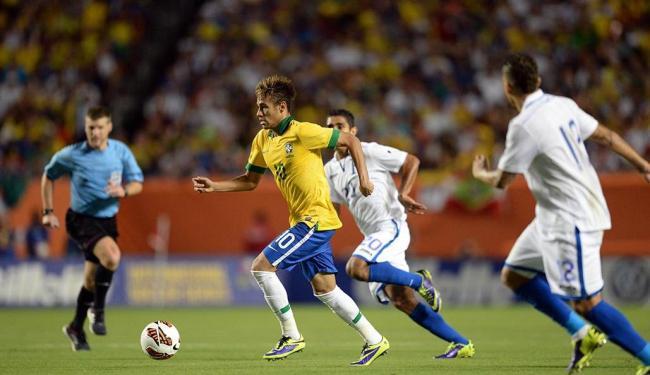 Neymar sofreu quase metade das faltas feitas pelo time hondurenho - Foto: Agência Reuters