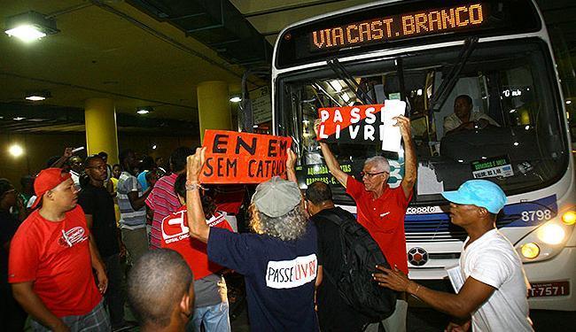 Ato reuniu comerciantes, rodoviários e membros do MPL - Foto: Margarida Neide | Ag. A TARDE