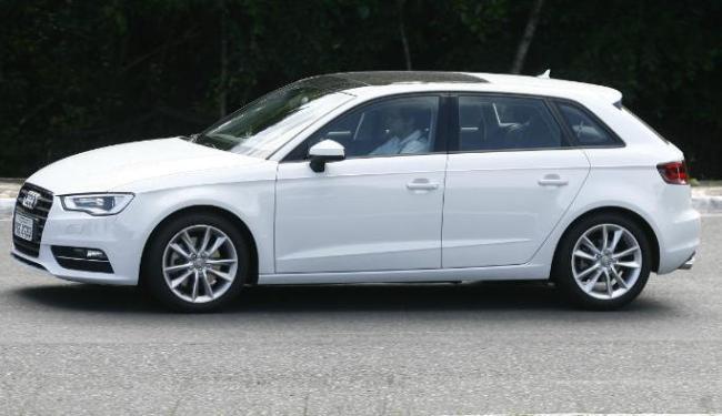 A Audi oferece três versões do A3; a Sportback tem motor 1.8 FSI Turbo - Foto: Luciano da Matta | Ag. A TARDE