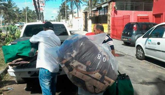 Policiais recolheram documentos durante operação - Foto: Edilson Lima | Ag. A TARDE