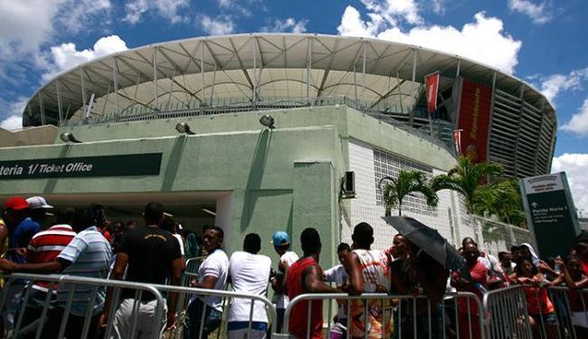 Quem foi à Fonte Nova precisou ter paciência para comprar as entradas - Foto: Raul Spinassé   Ag. A TARDE