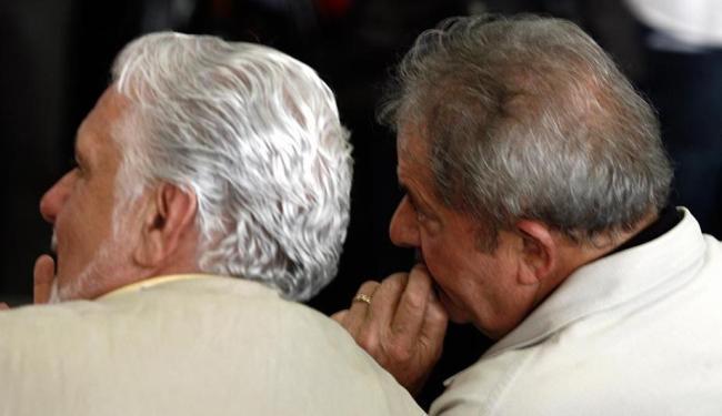 Wagner e Lula conversam durante visita à fábrica da Itaipava em Alagoinhas - Foto: Luiz Tito | Ag. A TARDE