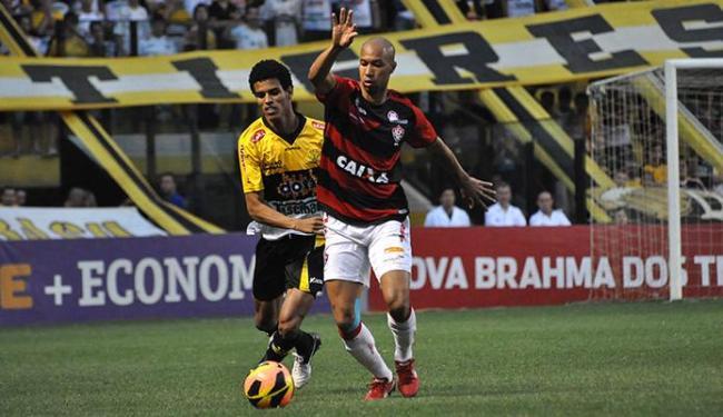 Dinei foi o autor do milésimo gol do Vitória em campeonatos brasileiros - Foto: Deza Bergmann l Estadão Conteúdo