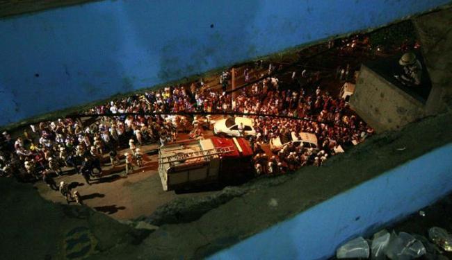Parte da arquibancada que desabou vitimando sete torcedores no jogo entre Bahia e Vila Nova - Foto: Welton Araújo / AG. A TARDE