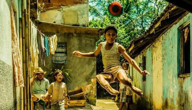Ator Leonardo Carvalho, que interpreta o jogador Pelé quando criança no filme