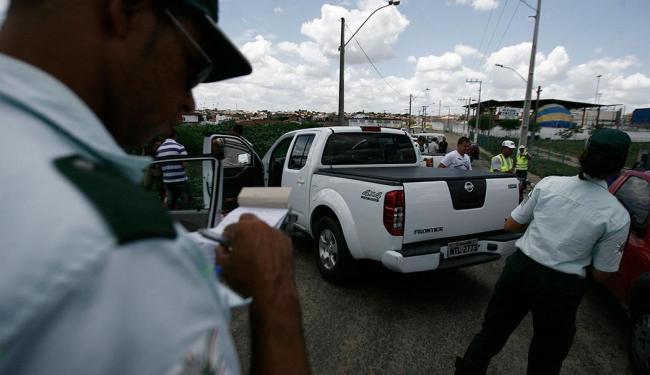 Durante as 3 horas de fiscalização, 81 veículos foram abordados - Foto: Luiz Tito | Ag. A TARDE