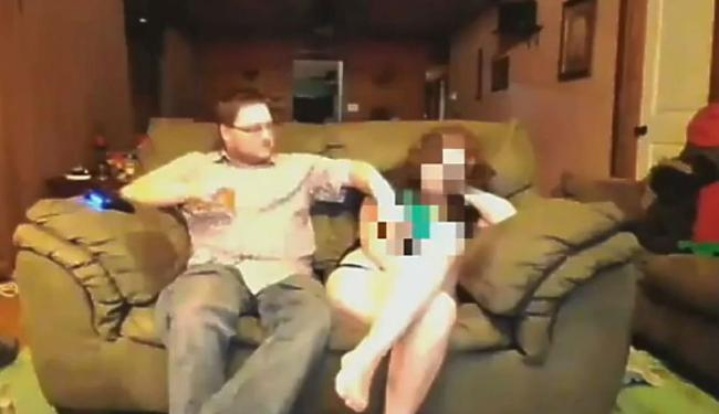 Darkcobra estava jogando e bebendo e resolveu tirar a roupa da mulher - Foto: Reprodução