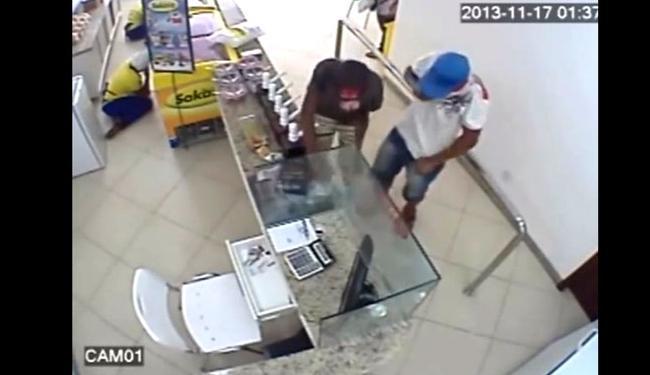 Dupla assaltou sorveteria duas vezes em cinco dias - Foto: Reprodução