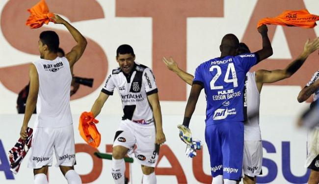 Ponte Preta comemora classificação na Sul-Americana após o empate com o São Paulo por 1 a 1 - Foto: Paulo Whitaker | Agência Reuters