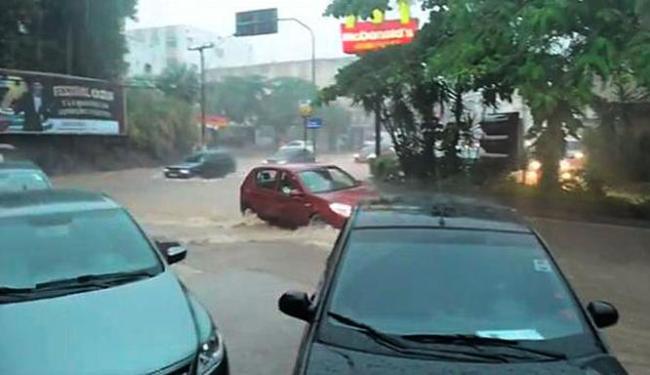 Internauta flagra alagamento em Salvador - Foto: Felipe Blanco | Foto Leitor