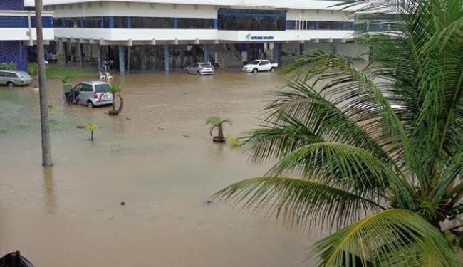 A faculdade de Ilhéus suspendeu as atividades desta quinta devido à forte chuva - Foto: Marcelo de Carvalho   Site Ilhéus 24h