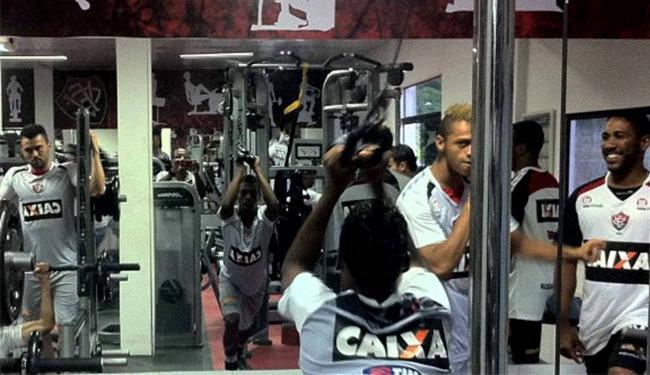 Com campos alagados, treinamento dos jogadores foi no vestiário e na academia - Foto: Divulgação l E.C. Vitória