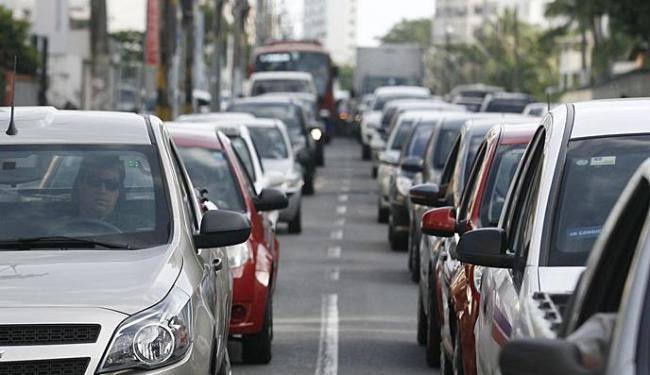 Fluxo maior de carros no sentido Caminho das Árvores - Foto: Lúcio Távora   Ag. A TARDE