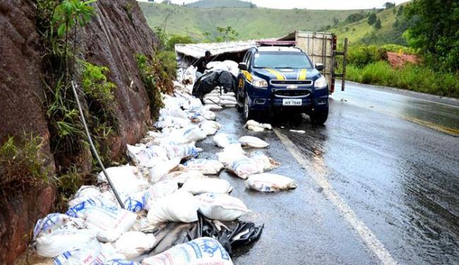 Acidente econteceu em um trecho da BR-101, entre as cidades de Itabela e Eunápolis - Foto: Welisvelton Cabral / Clic101