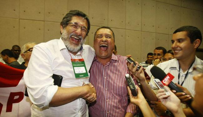 Sérgio Gabrielli (esq) apoiou o candidato de seu partido Rui Costa - Foto: Lúcio Távora | Ag. A TARDE