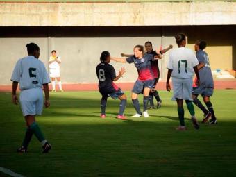 Jogadoras do tricolor comemoram um dos muitos gols do Bahia - Foto: Site E.C. Bahia | Divulgação