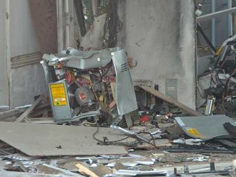 Caixa eletrônico ficou destruído após explosão - Foto: Reprodução | Acorda Cidade