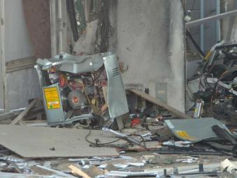 Caixa eletrônico ficou destruído após explosão em Humildes - Foto: Reprodução   Acorda Cidade