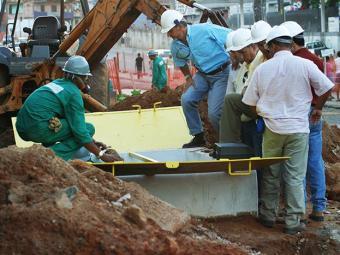 Prefeitura informou que as obras são realizadas sem recuperar asfalto e passeios - Foto: Geraldo Ataide/Ag A tarde