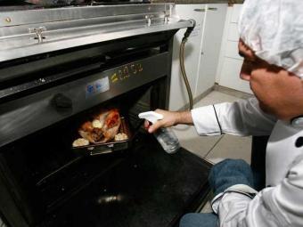 Curso de gastronomia está entre os oferecidos pelo Senac - Foto: Rejane Carneiro | Ag. A Tarde Data: 09/12/2008