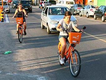 Prefeitura alega não ter como garantir a segurança dos ciclistas com as obras de revitalização da Ba - Foto: Fernando Amorim | Ag. A TARDE