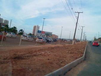 Trânsito está intenso até as imediações da via marginal de acesso ao bairro de Narandiba - Foto: Paula Pitta | Ag. A TARDE