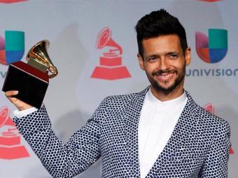 Draco Rosa ao recebe o prêmio de melhor álbum do ano no Latin Grammy Awards em Las Vegas - Foto: Steve Marcus | Agência Reuters